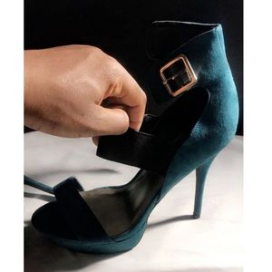 Turquoise strapped buckle heel